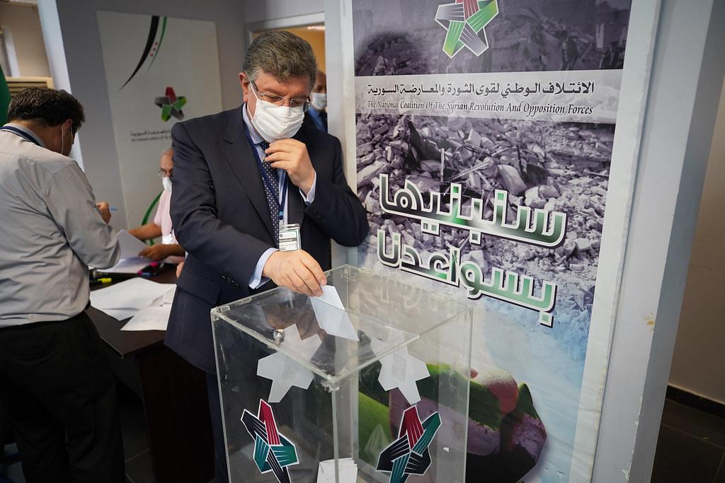 The SOC president Salim al-Muslat casting his vote in the ballot box (SOC).