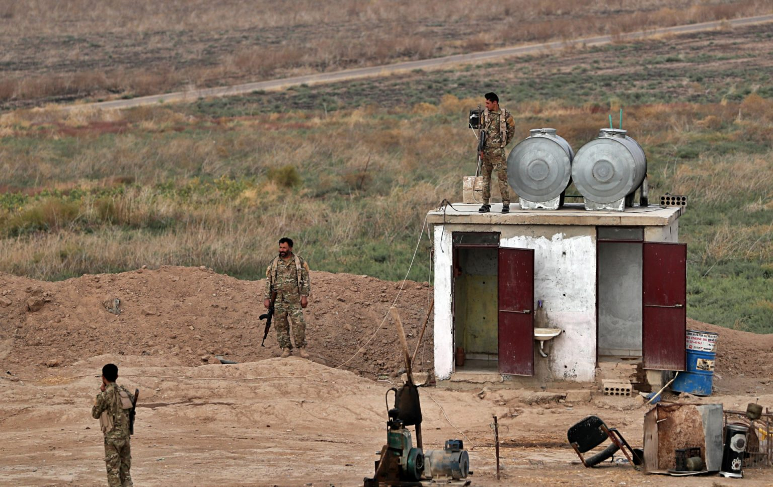 SDF fighters at the Syrian side of the al-Ya'rubiyah border crossing with Iraq - October 16, 2019 (AP)