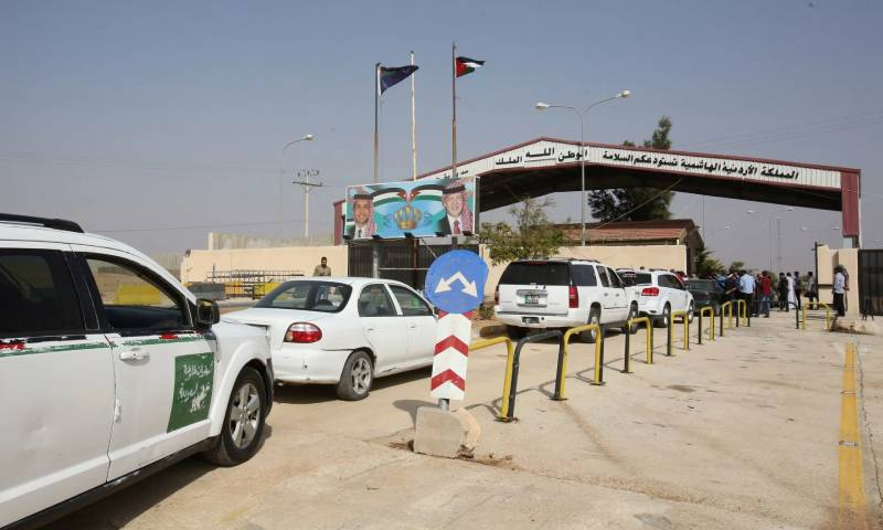 Vehicles waiting to enter Syria through the Jordanian Jaber border crossing (Contributor)
