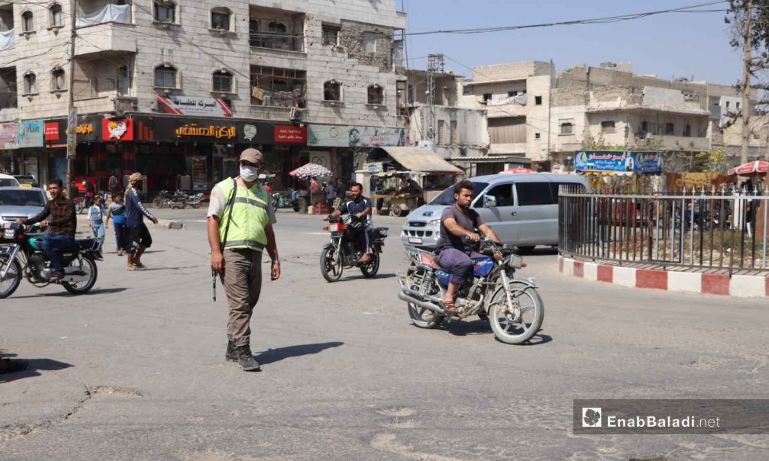 A security member of the local council in the city of al-Bab in the northern countryside of Aleppo monitoring traffic - September 2020 (Enab Baladi)