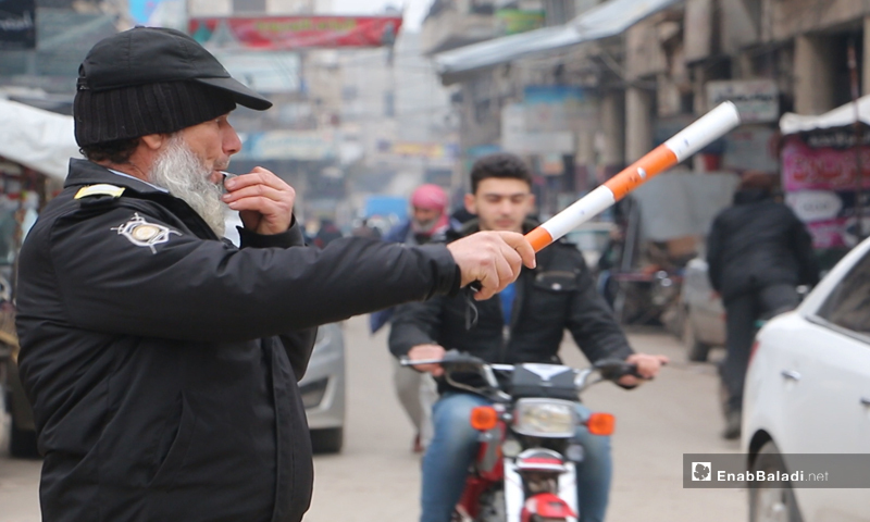 Traffic officer on duty in Idlib — January 2020 (Enab Baladi)