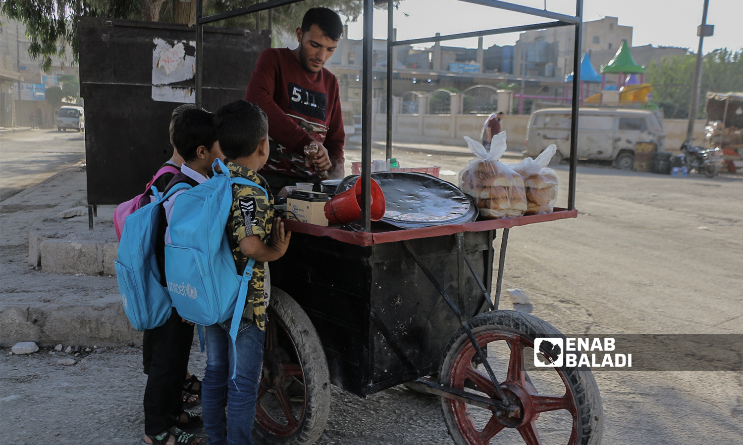 Primary school pupils having bread and salep on their way to school in the morning with the start of the new school year in the northern countryside of Aleppo- Azaz- 22 September 2021(Enab Baladi-Walid Othman)